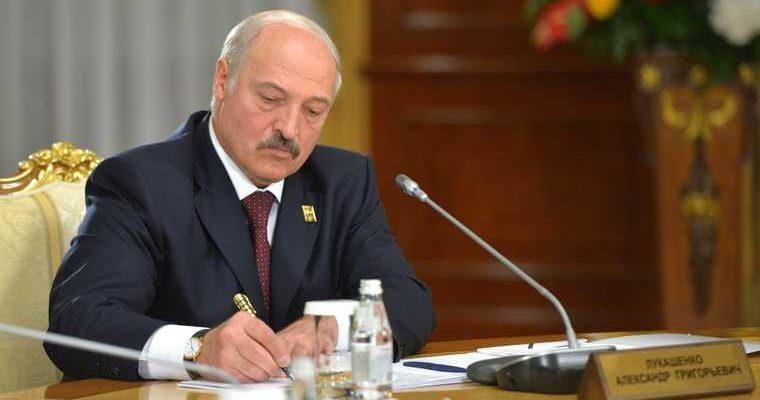 Лукашенко отправил правительство в отставку.