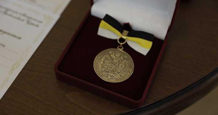 екатеринбург школьники награждение медаль выпускной бал император