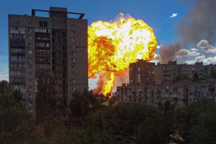 Очевидцы засняли взрыв на заправке в Волгограде. ФОТО, ВИДЕО