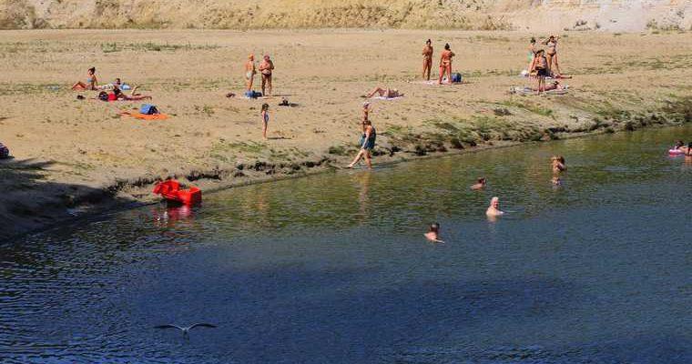 курганцы посещают закрытые пляжи