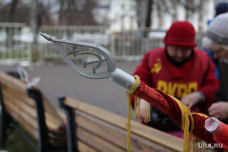 Митинг в честь годовщины Октябрьской революции. РКРП. Тюмень