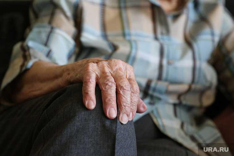 пожилые влюбленные не могут встретиться
