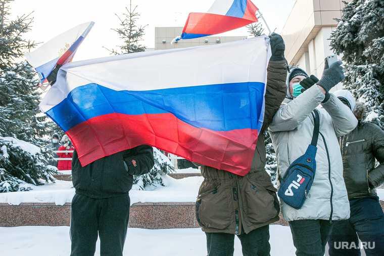 флаг России на митингах