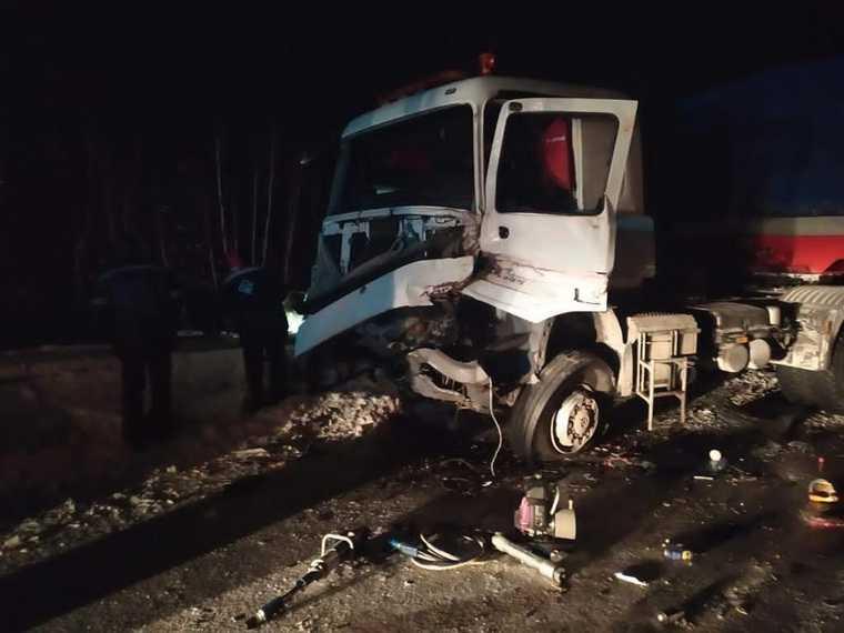 Водитель грузовика погиб на трассе в ЯНАО. Фото