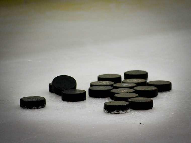 Челябинск хоккей спорт Трактор хоккеист шайба смерть