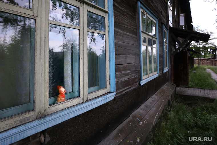 ветеран 100-летний барак чиновники не дают квартиру Новая Ляля Свердловская область