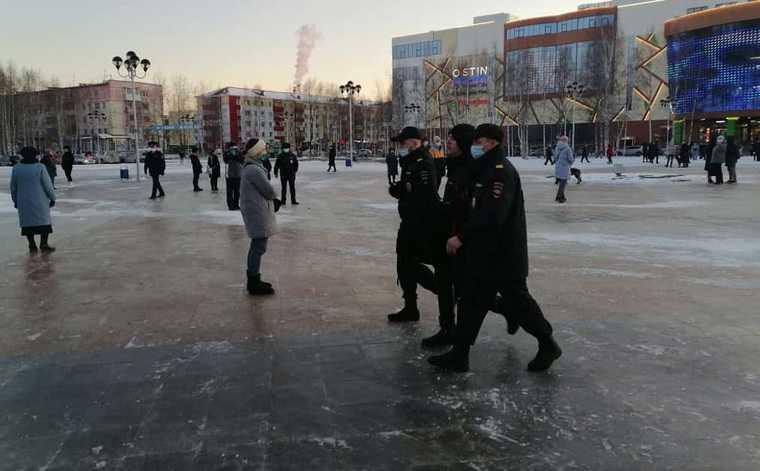 На митинге в Нижневартовске начались задержания. Фото