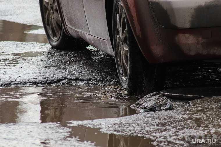 Ремонт провала асфальта в Челябинске продлится две недели