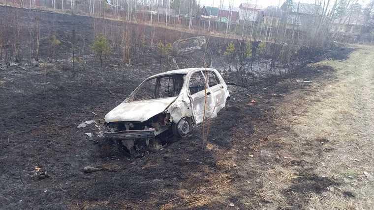 В Тюмени после столкновения с автобусом сгорел автомобиль. Фото