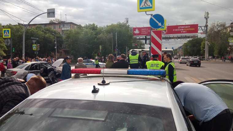 В Челябинске столкнулись пять машин. Фото